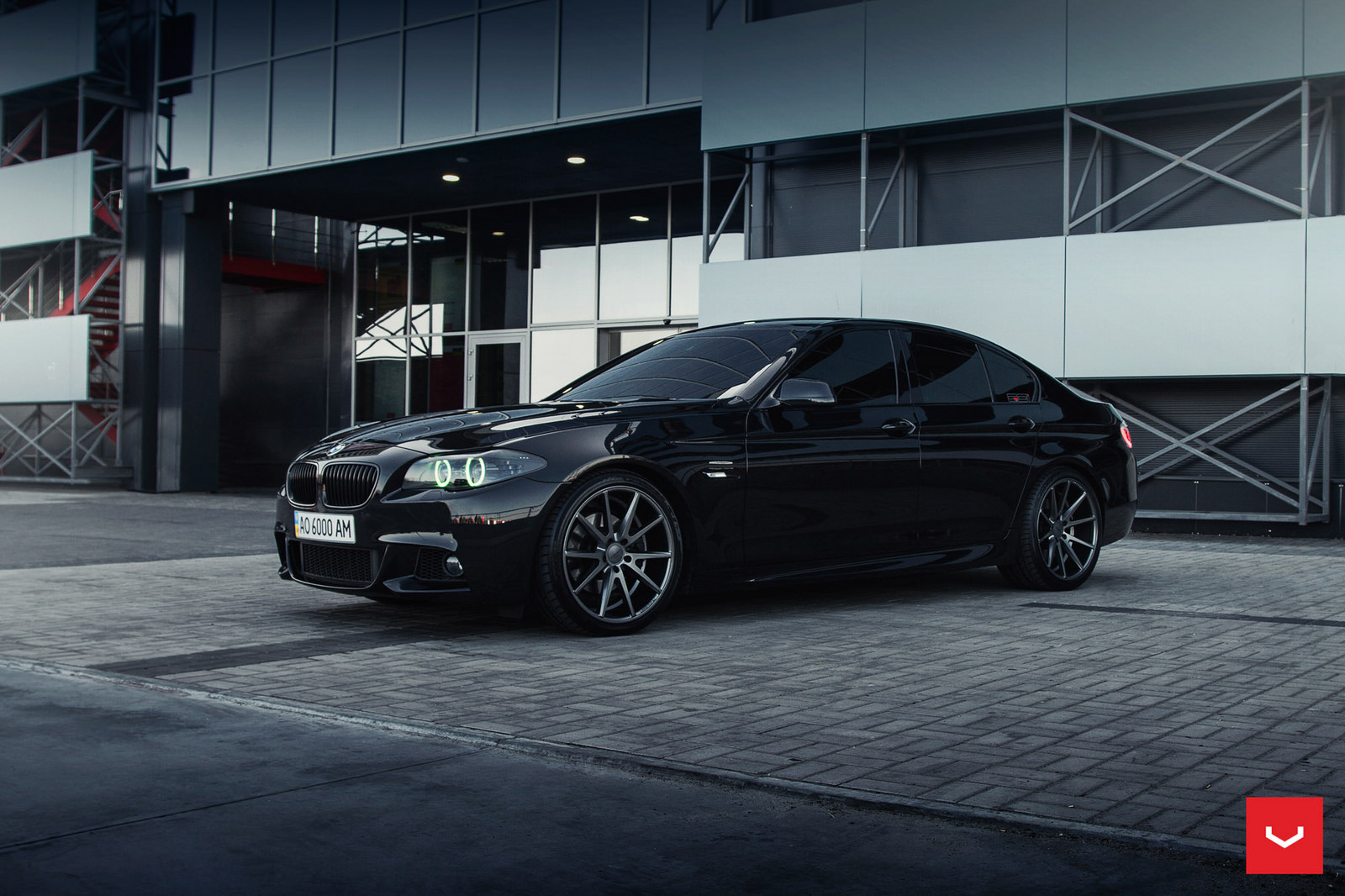 f10 bmw 5 series m sport sits on vossen wheels bmw car. Black Bedroom Furniture Sets. Home Design Ideas