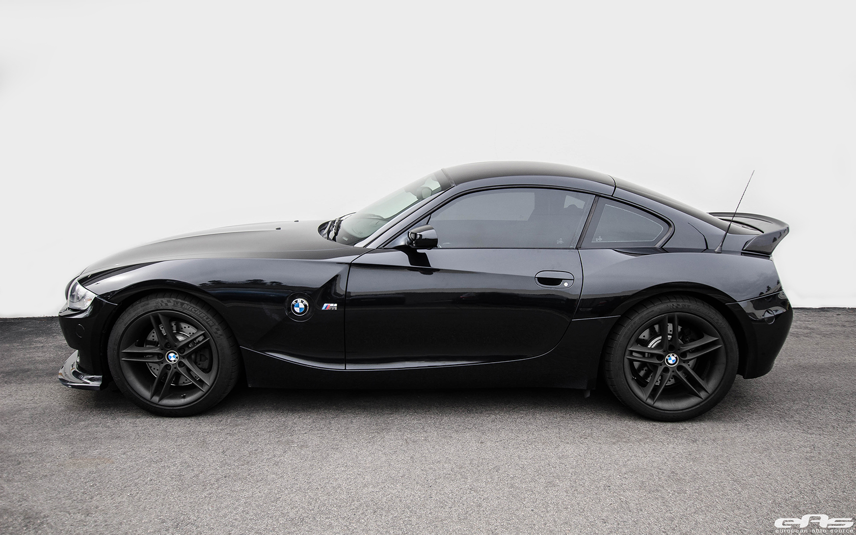 Eas Updates Bmw Z4 M Roadster With The Arkym Carbon Fiber Aero Kit Bmw Car Tuning