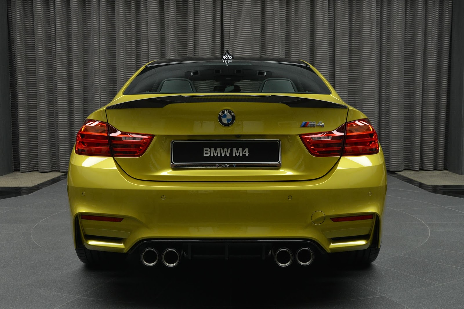 Austin Yellow F8 BMW M4 in Abu Dhabi (10)