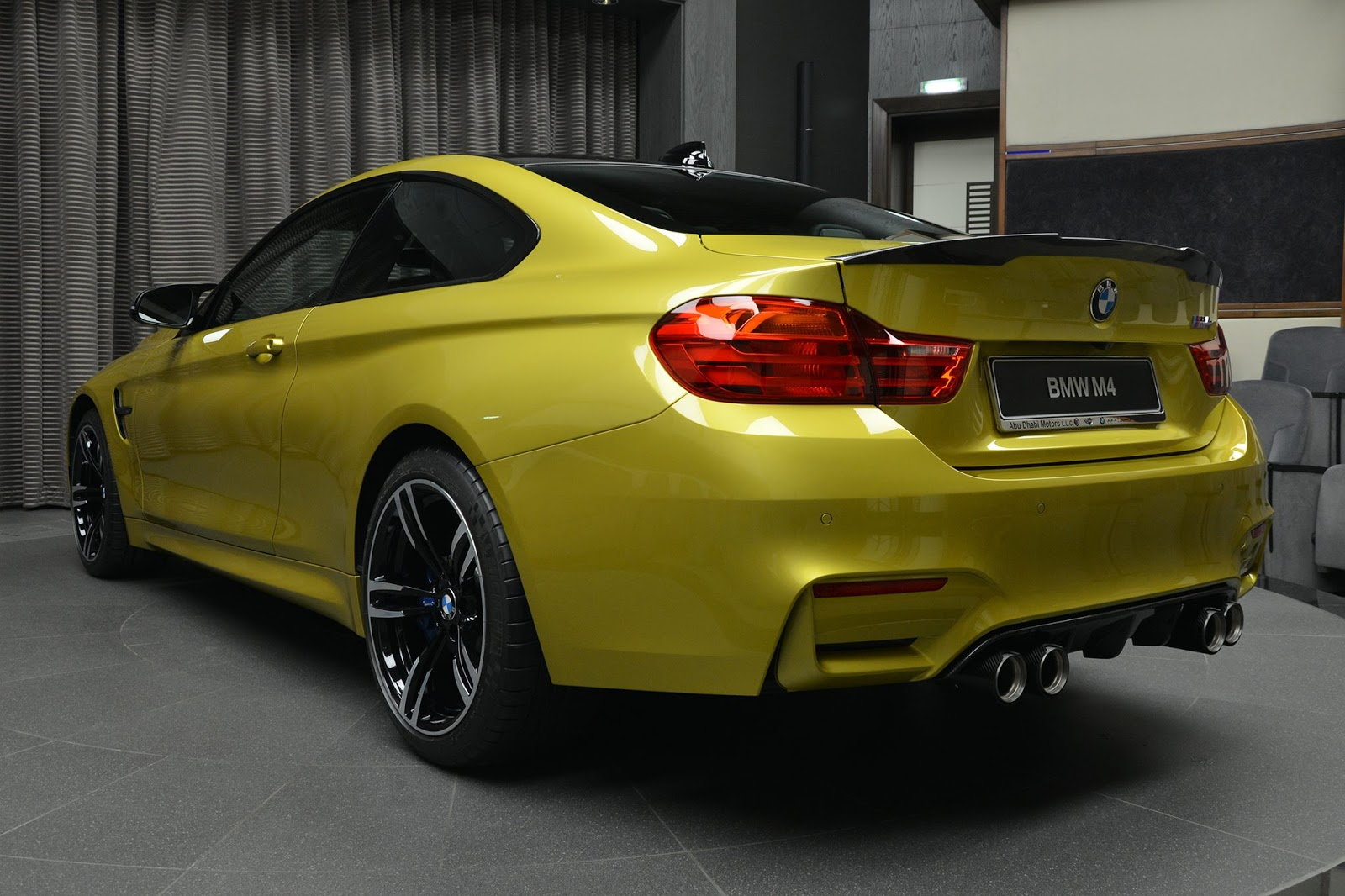 Austin Yellow F8 BMW M4 in Abu Dhabi (11)