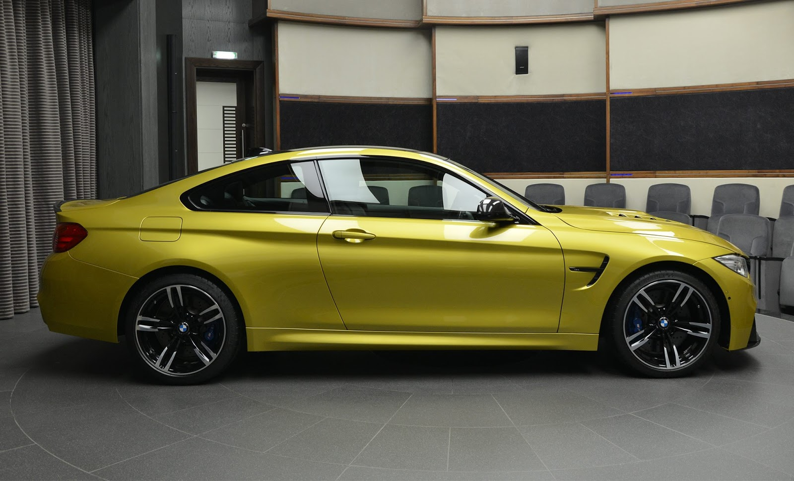 Austin Yellow F8 BMW M4 in Abu Dhabi (6)