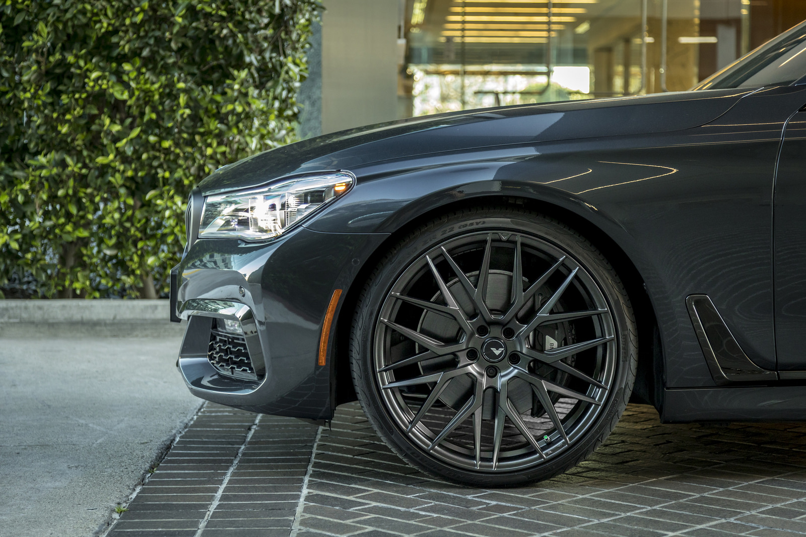 BMW 7-Series Wrapped in V-FF 107 Wheels (2)